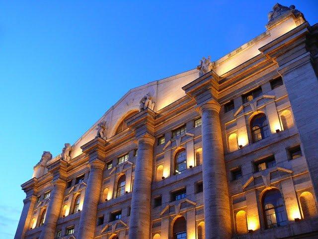 Palazzo Mezzanotte, Milano