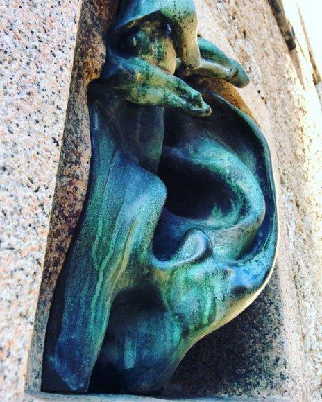 L'Orecchio citofono di Adolfo Wildt. Palazzo Sola-Busca, via Serbelloni 10, Milano