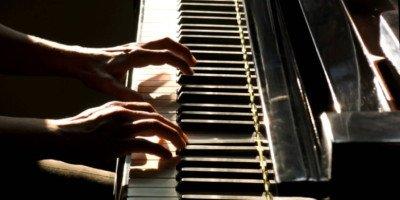 Piano City Milano, sono aperte fino a lunedì 29 febbraio le iscrizioni per l'edizione 2016. In foto: La pianista austriaca Anna Gellan tiene un house concert durante Piano City Milano 2015