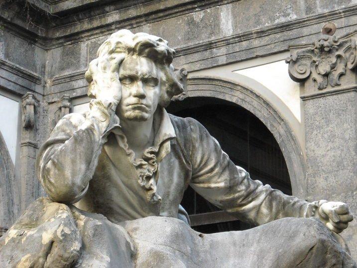 Statua di Ludwig van Beethoven, Conservatorio di San Pietro a Majella, Napoli, 1895. Opera di Francesco Jerace