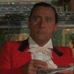 """Alberto Sordi in """"La più bella serata della mia vita"""", film diretto nel 1972 da Ettore Scola e ispirato al racconto La panne. Una storia ancora possibile di Friedrich Dürrenmatt"""