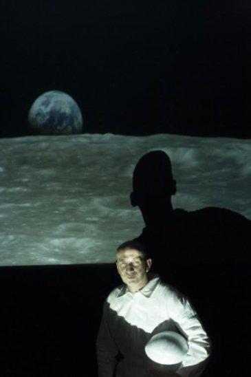 Pale Blu Dot: Andrea Brunello in scena al Teatro Libero di Milano fino al 20 maggio