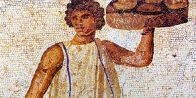 Nel Foro Romano di Milano l'aperitivo degli antichi romani