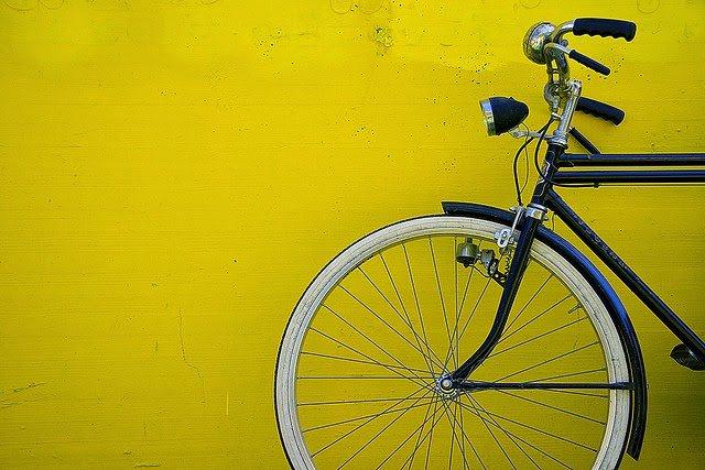 Cinque percorsi ciclabili a Milano (e non solo)