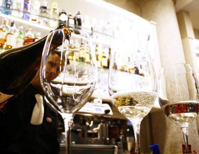 Martedì 6 giugno: al Victum Milano Open Wine in musica con Ale Moretti