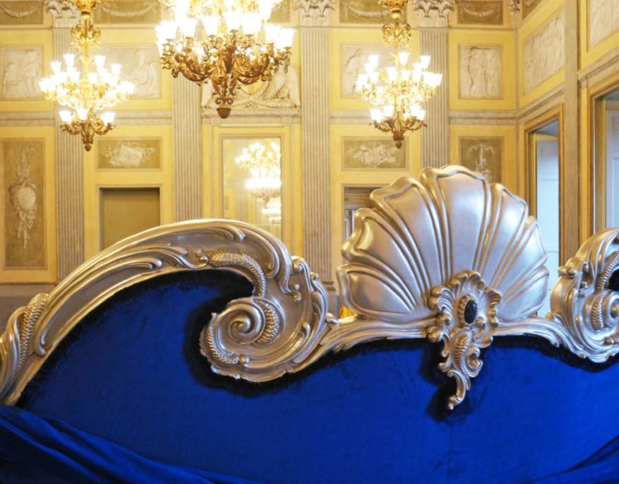 Icone della Musica: a Villa Reale esposto il divano di Colombostile per Michael Jackson