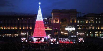 Natale cosa fare a Milano: visita dall'interno l'albero in Piazza Duomo