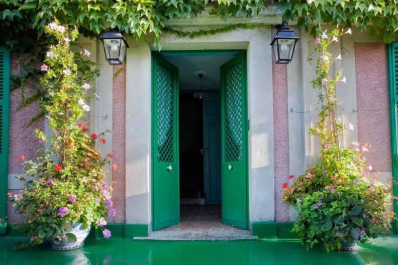 """Quarantena Coronavirus: consigli su cosa fare in casa per essere """"portatori sani di cultura"""". Tour virtuale della villa di Giverny"""