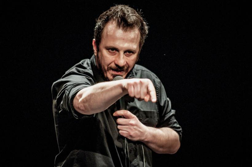 Cosa fare giovedì 9 luglio: all'Arena Milano Est arriva la stand up comedy con Giorgio Montanini