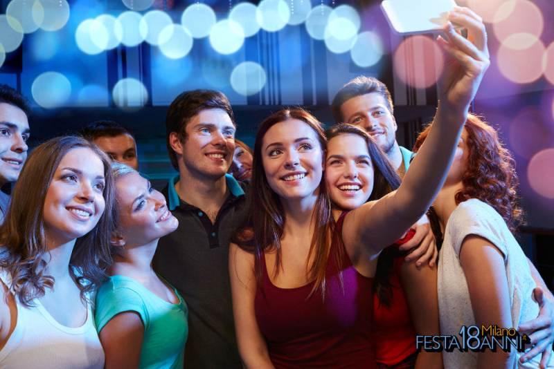ragazzi 18 anni festa a Milano