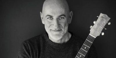 Spettacoli tra musica e comicità: Sergio Sgrilli sul palco di Zelig a Milano