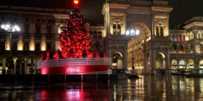 L'accensione dell'albero di Natale in Piazza Duomo, sponsorizzato da Coca Cola, avverrà domenica 6 dicembre.