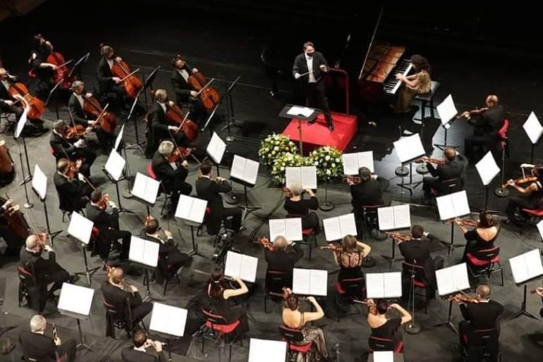 Michele Mariotti dirige l'Orchestra del Teatro alla Scala nel Concerto di Natale